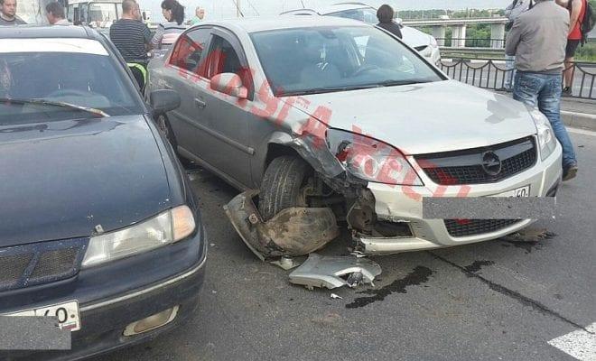 Авария на развязке моста парализовала выезд из Калуги