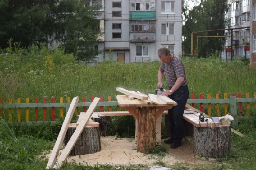 В Сосенском стараниями местных жителей появилась новая детская площадка