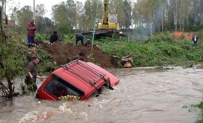 Утонула машина