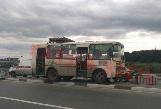 автобус на Набережной