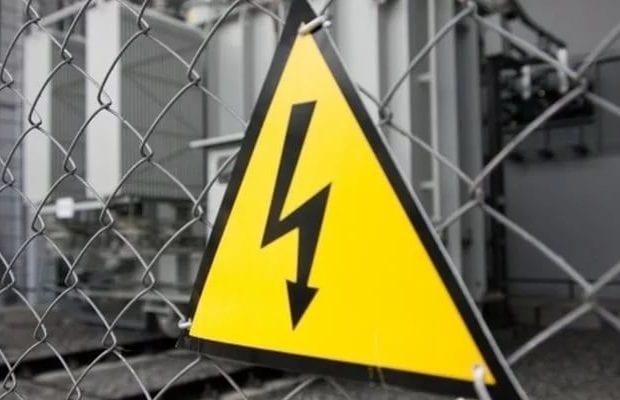 Знак осторожно электричество