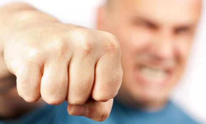 Удар кулаком