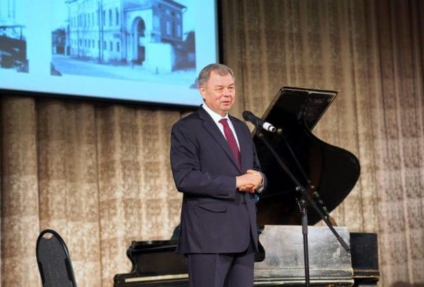 губернатор выступает