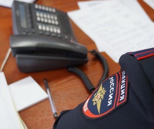 Телефон и полицейский