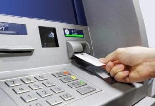 Снять деньги с банкомата