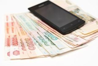 Деньги и мобильный телефон