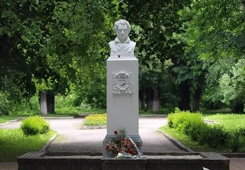 Пушкин памятник в Калуге