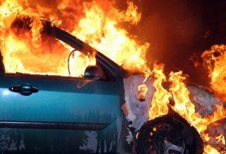 Авто горит