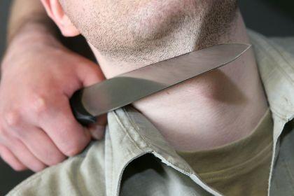 Нож к шее