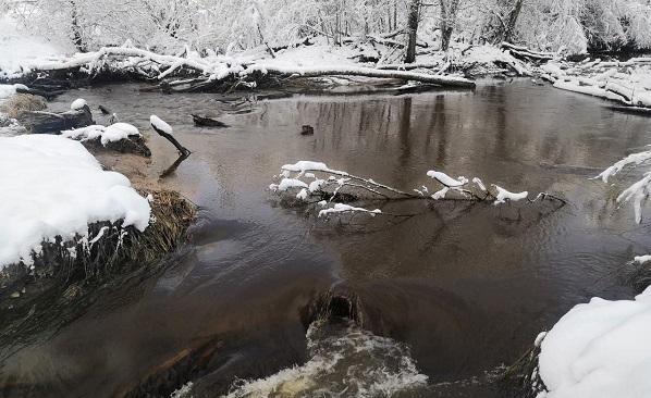Река с грязью