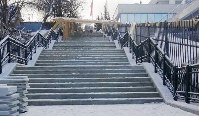 Лестница от музея