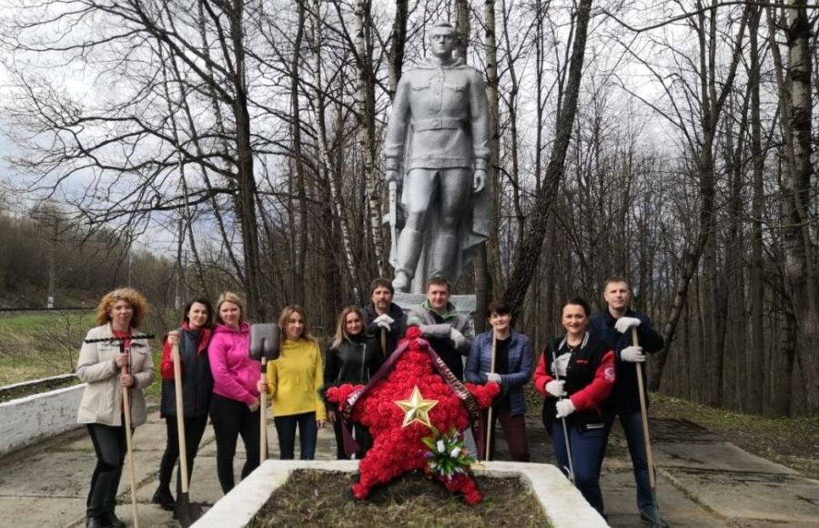 Волонтеры сохраняют памятники Победы Калужской области