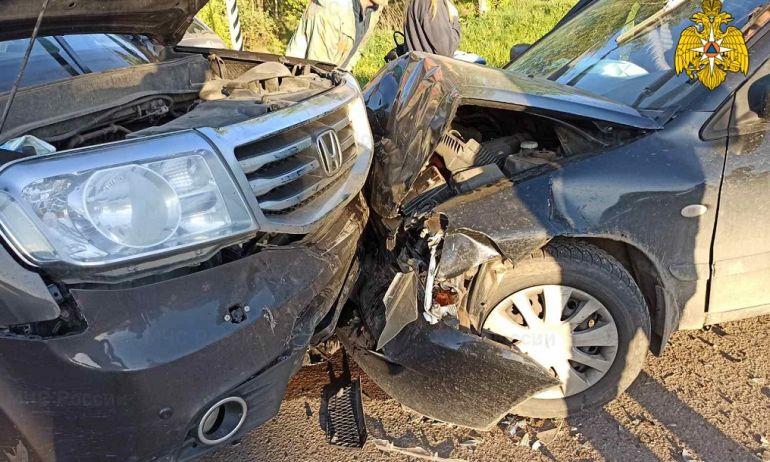 Два человека пострадали при столкновении четырех иномарок в Калужской области