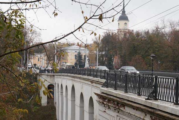 каменный мост Калуга осень