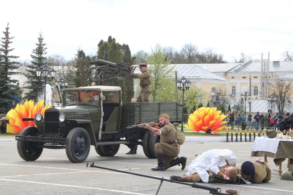 9 мая в Калуге на площади Старый Торг прошла военно-историческая реконструкция