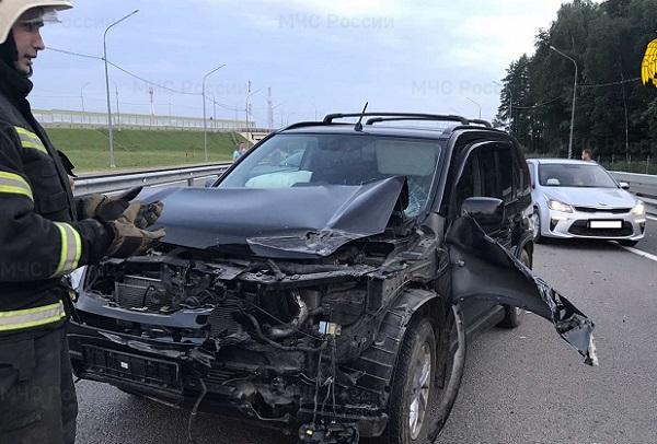 При столкновении трёх авто под Калугой пострадали женщина и ребёнок