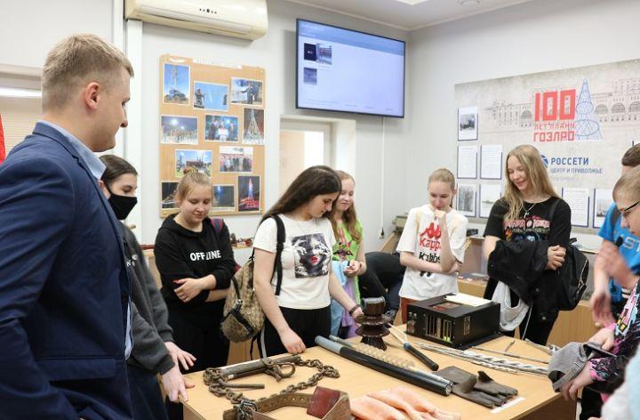 Сотрудники «Калугаэнерго» провели экскурсию для школьников в Музее истории энергосистемы