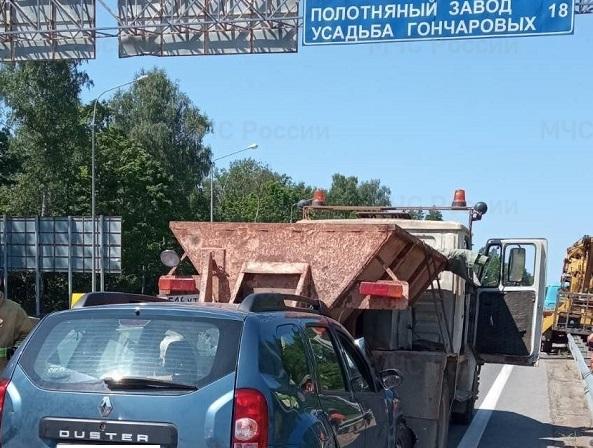Под Калугой при столкновении с «ЗИЛом» пострадал 86-летний водитель «Рено»