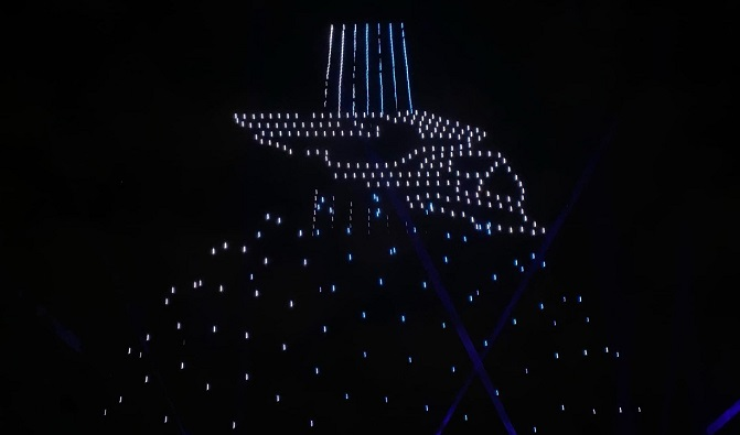Юбилей Калуги завершился космическим шоу дронов и 10-минутным фейерверком