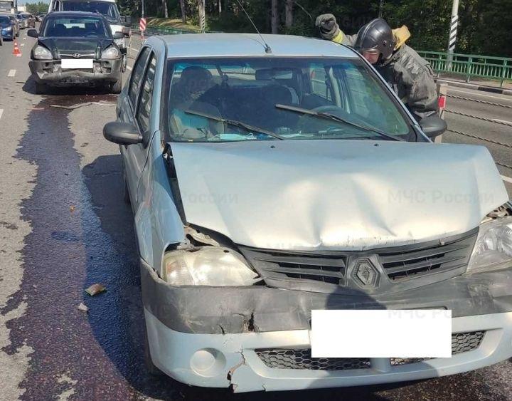 Сразу четыре автомобиля столкнулись на въезде в Калугу