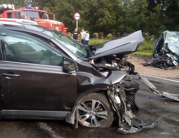 При столкновении трех автомобилей в Калужской области погибла женщина