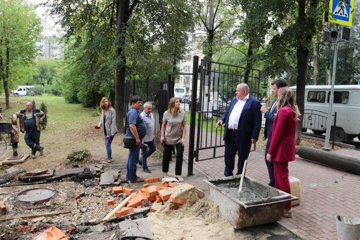 В Калуге уберут опасные деревья во дворе школы №10