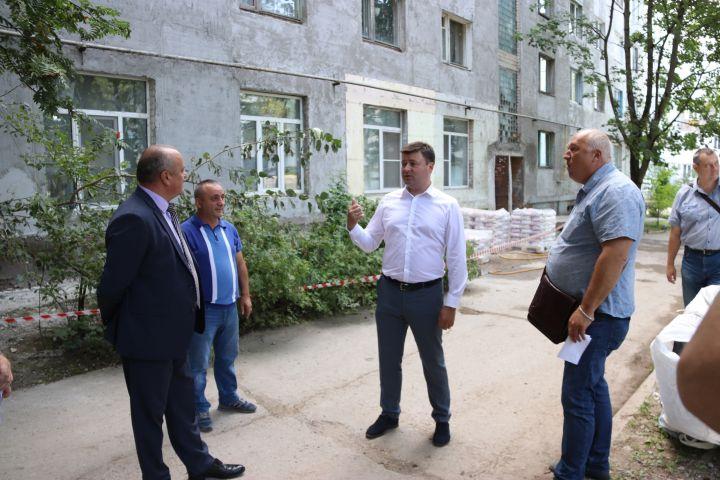 Юрий Моисеев и Михаил Васильев  оценили качество капремонта бывшего общежития