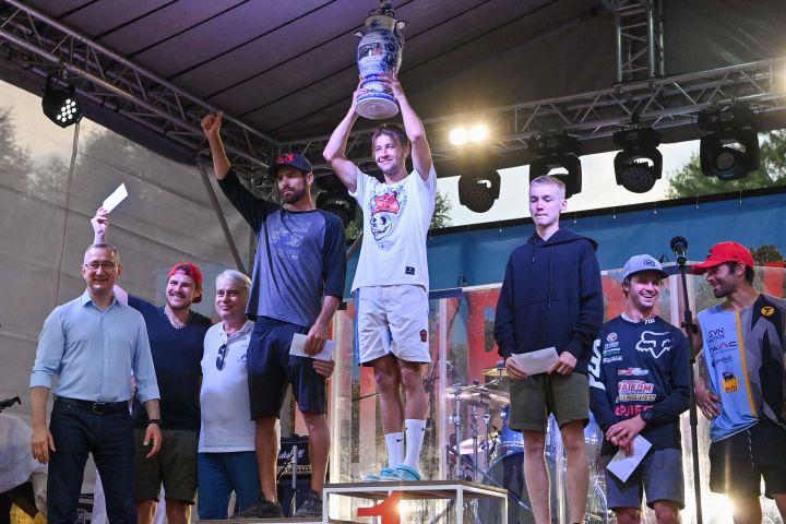 Владислав Шапша наградил победителей первого дня ежегодного Мотокросса