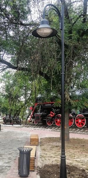 У памятника паровозу в Калуге обустраивают железнодорожную выставку