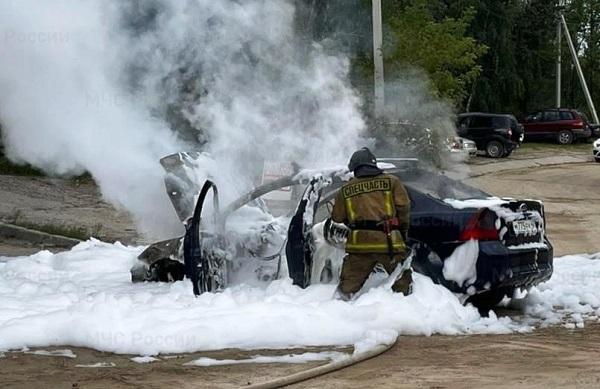 На улице Московской в Калуге сгорел «Форд Фокус»
