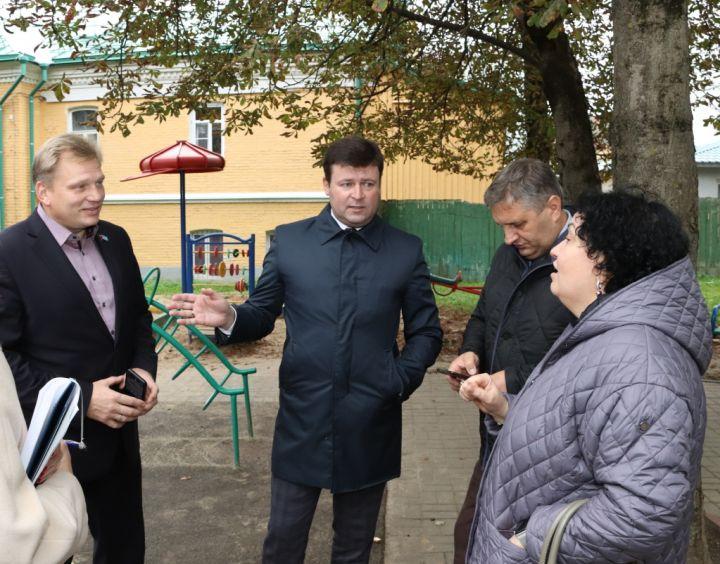 К Юрию Моисееву обратились жители старой многоэтажки по вопросу капремонта