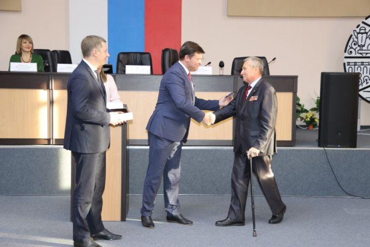 В Калуге наградили почетными грамотами и нагрудными знаками активистов патриотических организаций