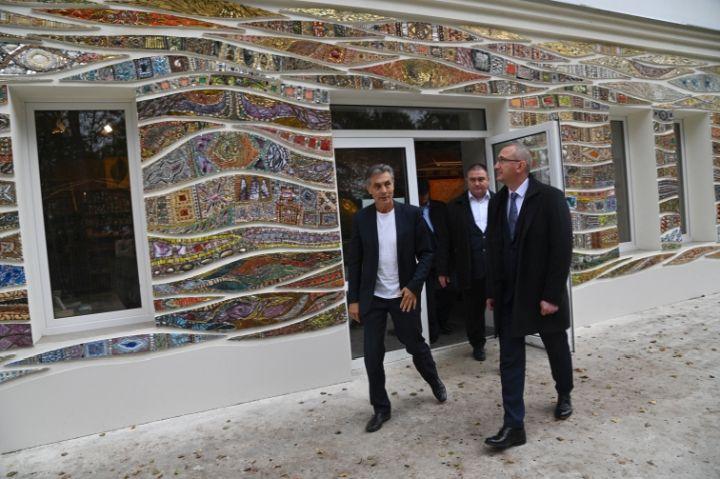 Коллекцию мозаики в доме литераторов Тарусского района представили губернатору