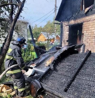 В выходные в Калуге сгорели два дачных дома