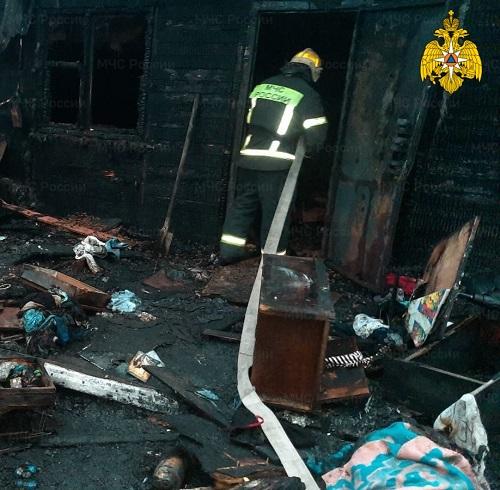 В ночь на воскресенье в Калуге сгорели жилой дом и дача