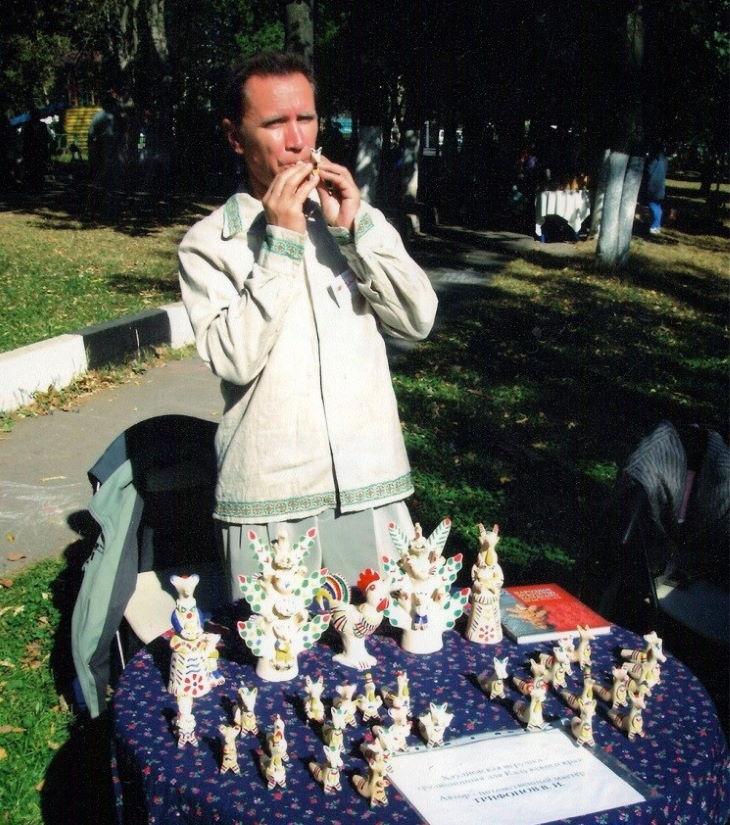 На все руки мастер: Виктор Трифонов аккумуляторщик и потомственный мастер хлудневской игрушки