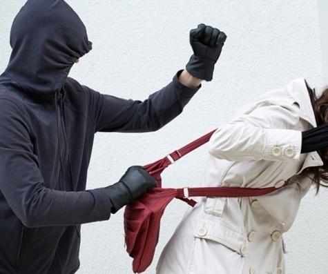 ВКалуге нетрезвый горожанин ограбил женщину наПятницком кладбище