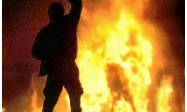 Около магазина наюге столицы сожгли мужчину