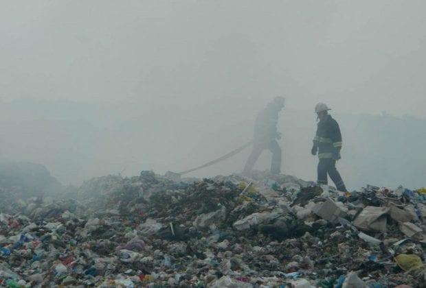 горит мусор
