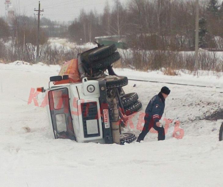 В Калуге поезд столкнулся с бензовозом