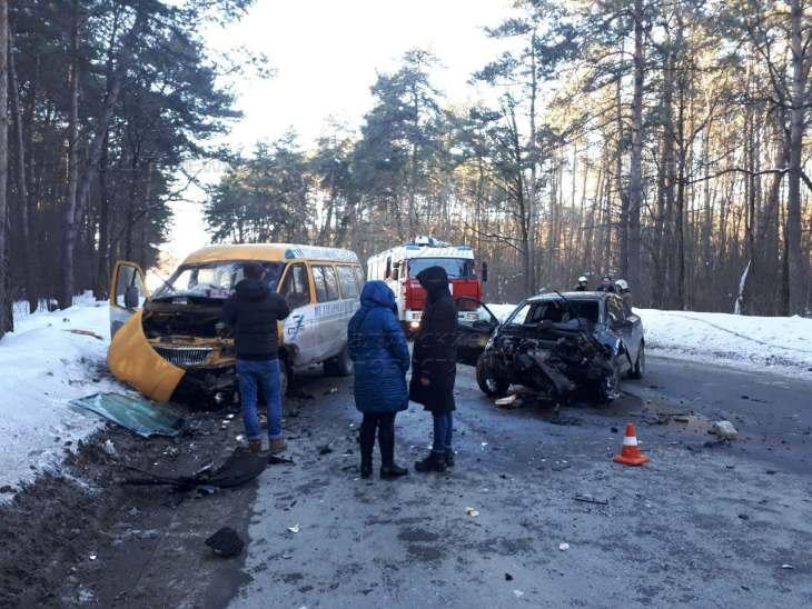 ВКалуге маршрутка спассажирами угодила  вДТП