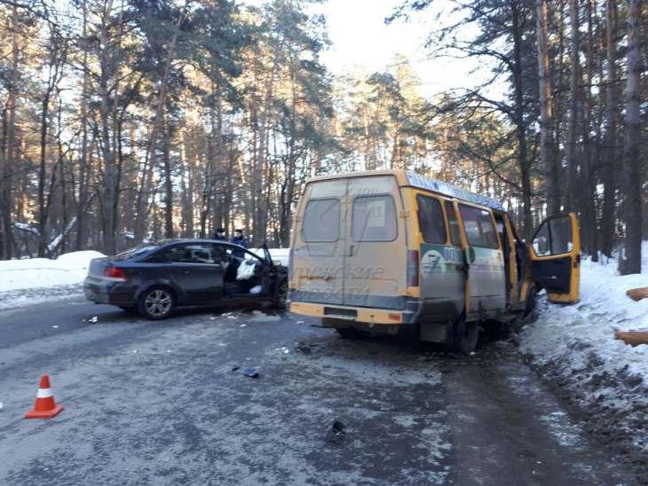 Пассажирская маршрутка угодила вДТП вКалуге. Пострадало 6 человек