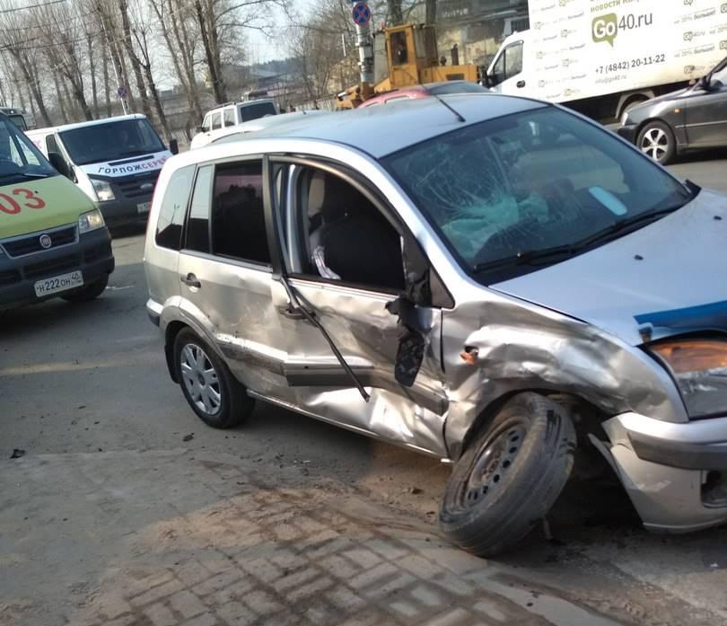 """В Азарово столкнулись """"Форд"""" и """"Ниссан"""""""