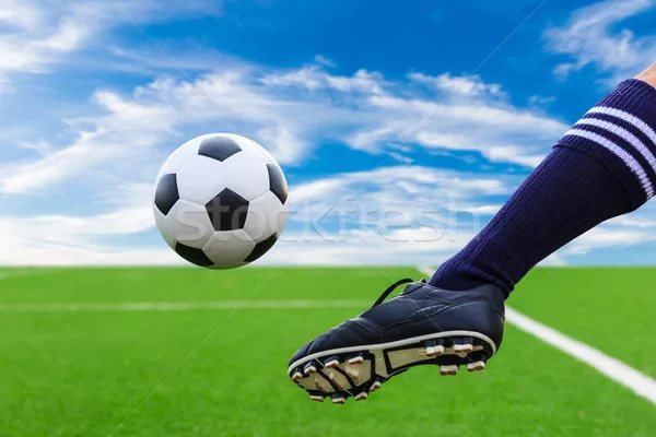 Футбол нога и мяч