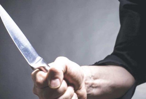 С ножем