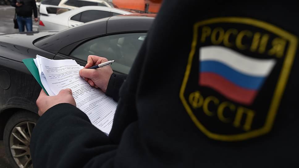 В Калуге у должника по алиментам арестовали машину и мотоцикл
