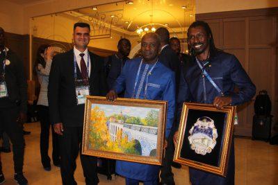 Сенегал с картиной