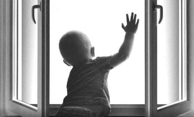 Выпал из окна