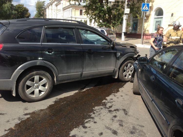 """В Калуге на Ленина не разъехались """"Шевроле"""" и """"Дэу"""""""