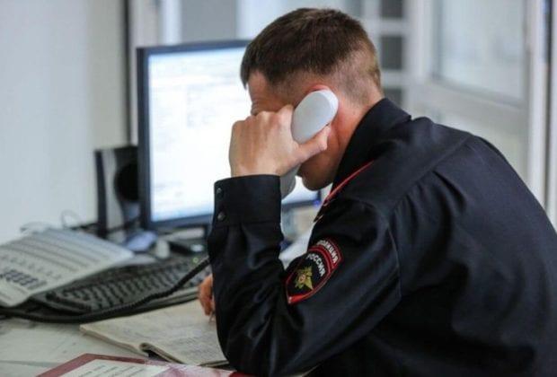 Полицейский слушает
